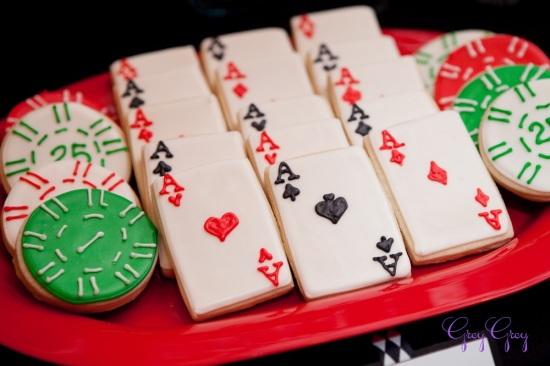 adult-40th-las-vegas-casino-birthday-party-ideas-decorations-poker-aces-card-cookies