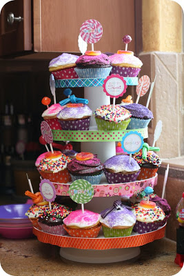 sweet-shoppe-birthday-party-cupcakes