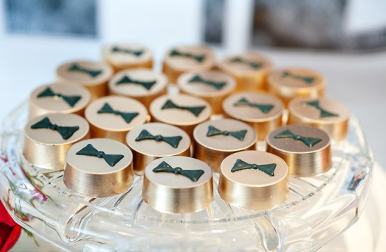 the great gatsby party treats in gold and bow