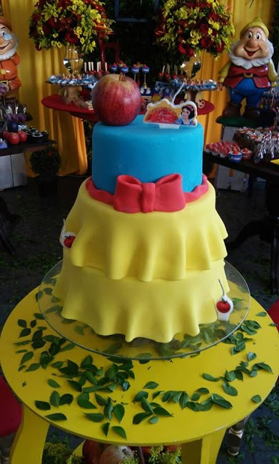 Snow White Cake Decorations