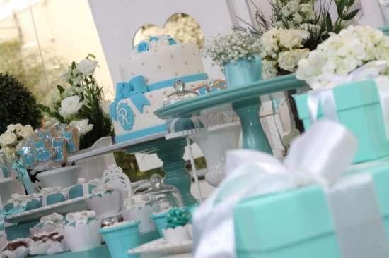 breakfast-at-tiffanys-birthday-party tiffany blue boxes