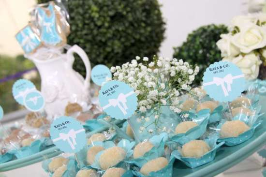 breakfast-at-tiffanys-birthday-party toppers