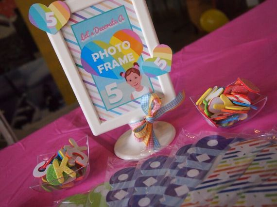 Rainbow-Unicorn-Birthday-Party-Frame-Decoration-Activity