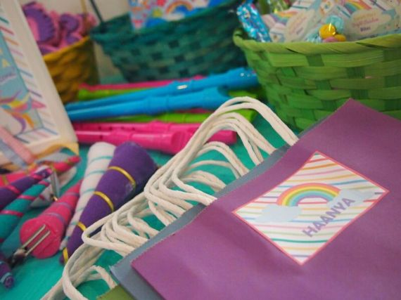 Rainbow-Unicorn-Birthday-Party-Gift-Bags