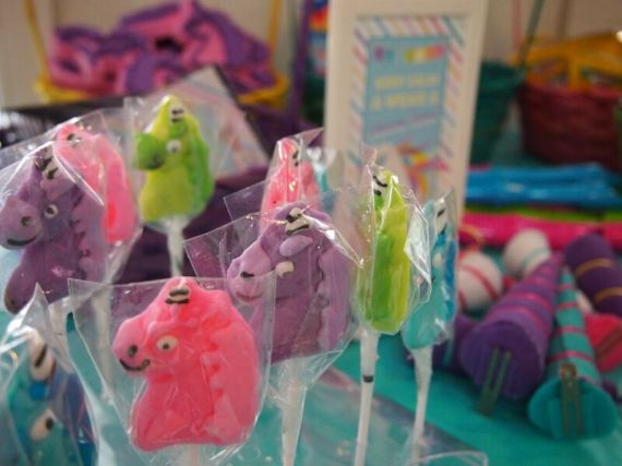 Rainbow-Unicorn-Birthday-Party-Lollipops