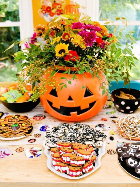 Playful-And-Spooky-Pumpkin-Halloween-Party-Centerpiece