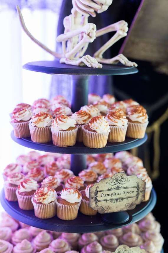 Spooky-Witches-Den-Party-Pumpkin-Spice-Cupcake
