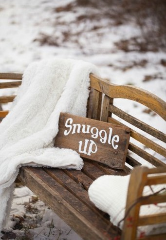 Winter-Wonderland-In-New-England-Party-Snuggle-Bench