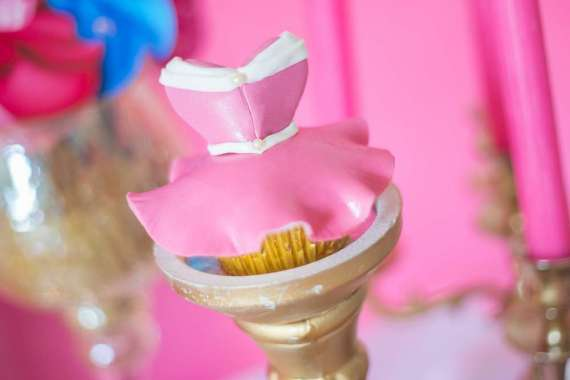 Classic-Sleeping-Beauty-Birthday-Party-Cupcakes