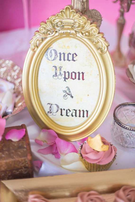 Classic-Sleeping-Beauty-Birthday-Party-Mirror-Art