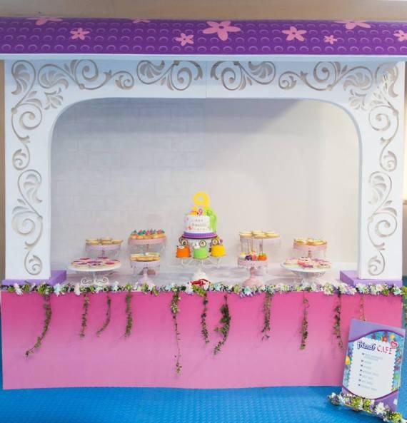 Modern-Lego-Friends-Birthday-Buffet