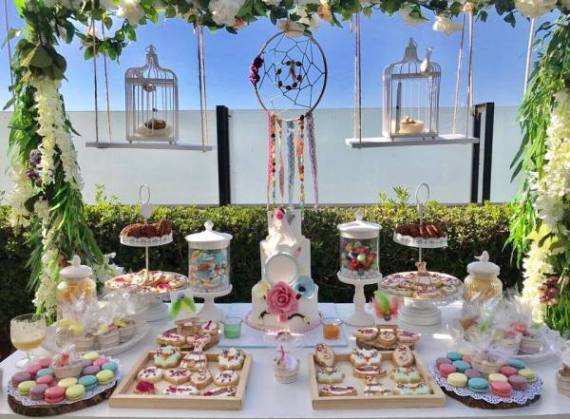 Outdoor-Bohemian-Chic-Party-Dessert-Table