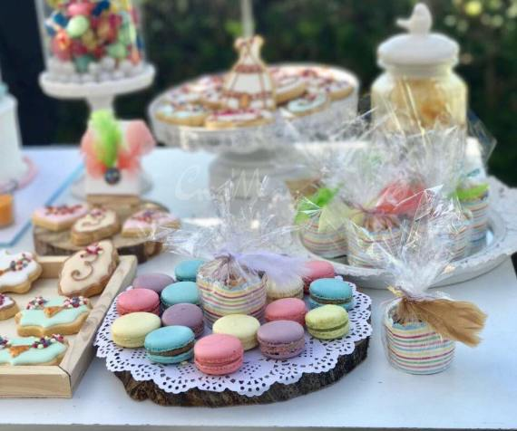 Outdoor-Bohemian-Chic-Party-Macarons