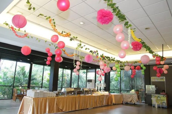 Tropical-Safari-Flamingo -Party-Pom-Decorations