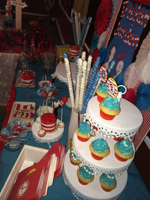 Dr.-Seuss-Birthday-Party-Cupcakes