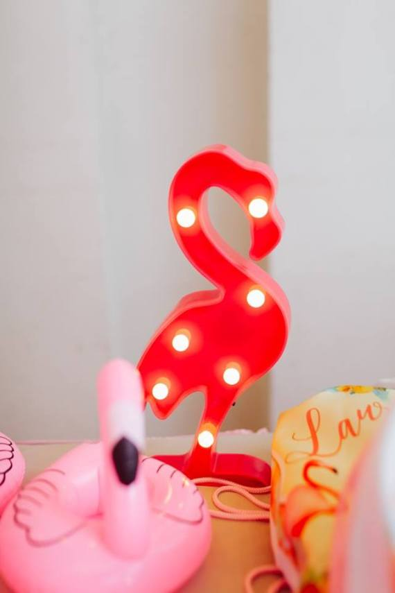 Tropical-Flowers-And-Flamingos-Birthday-Lightup-Decor