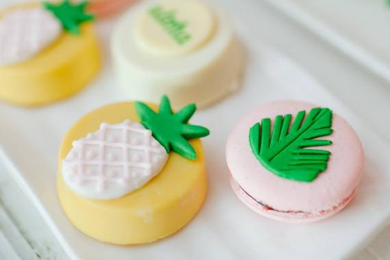 Tropical-Flowers-And-Flamingos-Birthday-Macaron