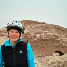 Mellie in den Ruinen einer alten Ziegelbrennerei