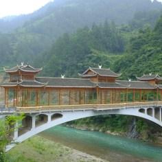 Guizhou ist für seine Brücken bekannt...zu Recht, finden wir.