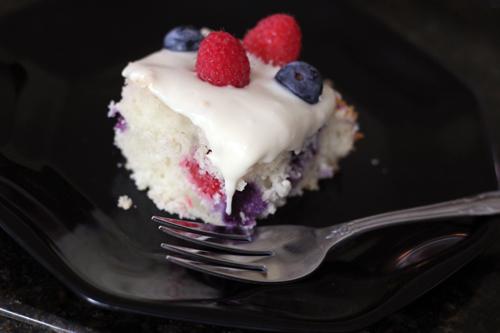 berry yogurt cake 10