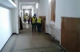Liceul care fusese lăsat pradă vandalilor în Uzina 2, reîncepe să arate a școală. Din toamnă, elevii vor învăța aici