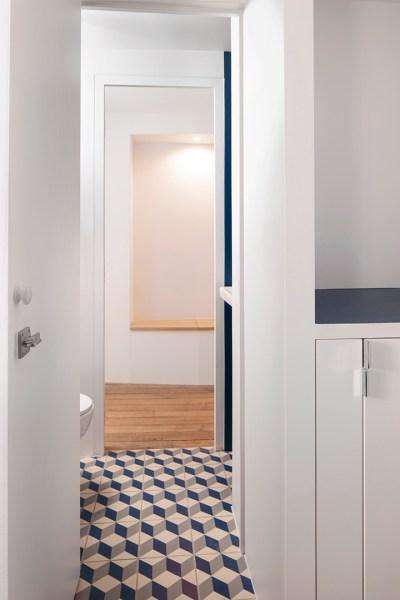 Passage de la salle de bain au wc.