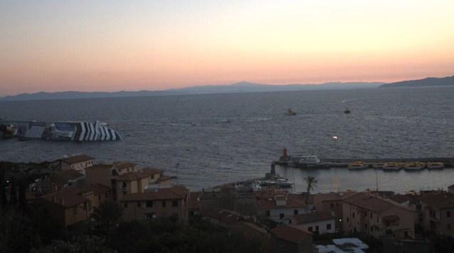Das gekenterte Kreuzfahrtschiff Costa Concordia
