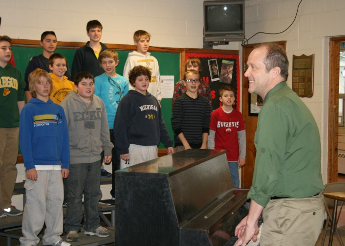 Schreiber named 2013 Teacher of the Year by Vocal Music Assn.