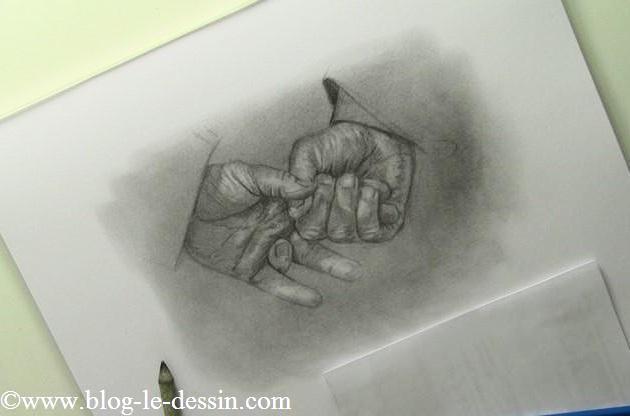 dessin-mains-jointes-crayon