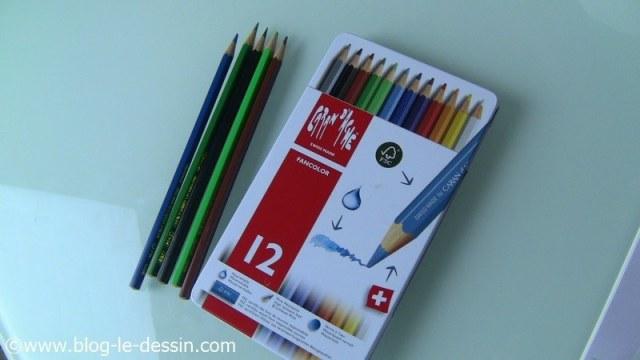 materiel dessiner voyage crayons aquarelle