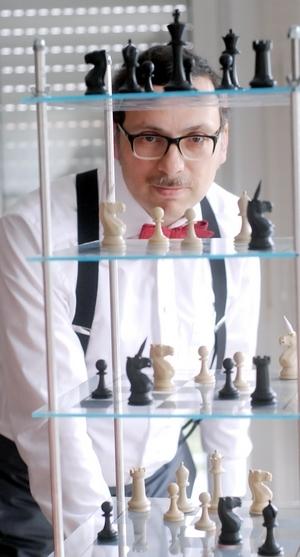 Strategic-Thinking-Milon-Gupta-Raumschach-3-300x557