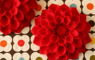 dahliatablecloth4 19 10slw 1271702394 Weekend DIY | Flower Tutorials Roundup!