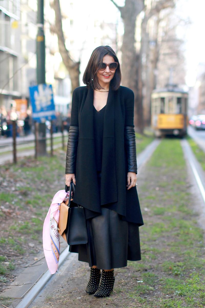 look_black_01