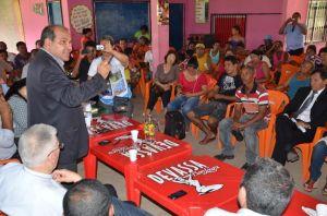 Uchoa conversa com população sobre obras