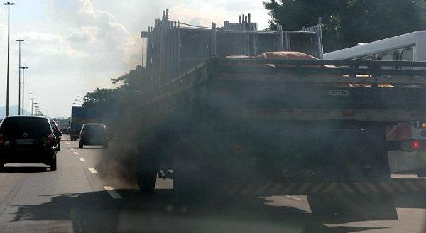 Caminhão e poluição