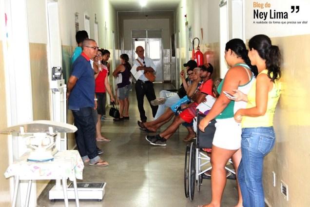 Embora vivencie momentos de mais tranquilidade, único hospital de Taquaritinga do Norte recebe diversas pessoas diariamente com sintomas do surto - Fotos: Thonny Hill