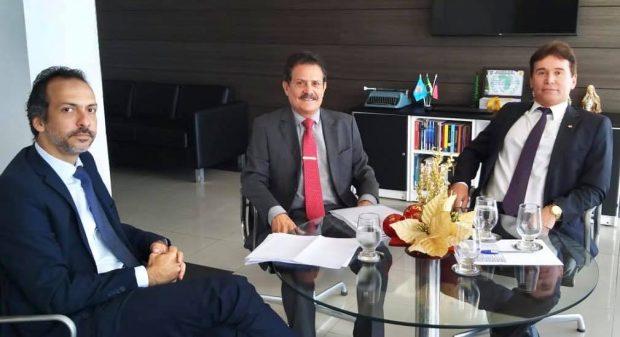 Tião Gomes participa de reunião técnica com presidente do TJ e trata da reestruturação de cartórios na Paraíba