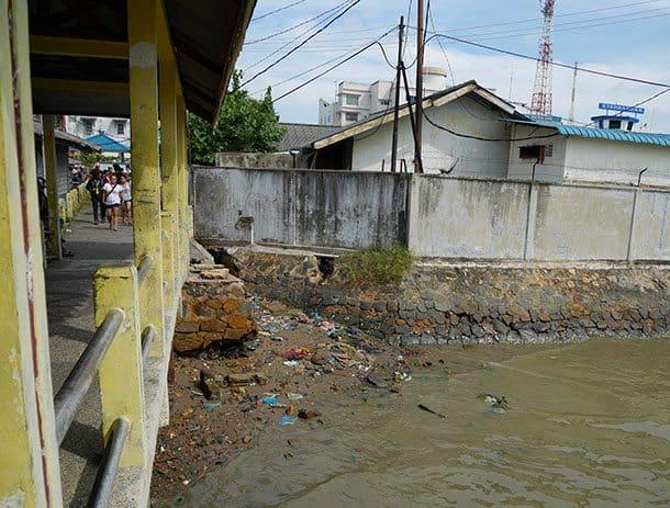 fishing-village-low-tide-trash