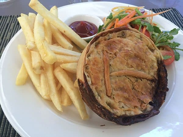 Moyyan lunch Vanuatu