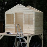 Projekt: Leonie´s Stelzenhaus Teil 2 – Die Wände stehen und  dann..