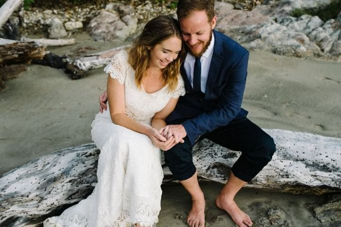 Alle and Brad's Beautiful Bohemain New Zealand Beach Wedding By Vignoto Photo