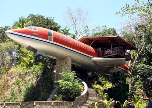Bt-Srv Gallery 0908 Weirdesthotels Plane Exterior-1