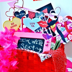 Win a ready-to-go photo booth date! CUTEST!