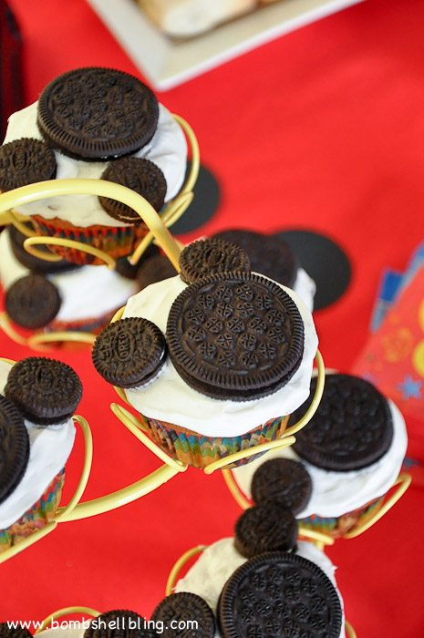 Original and Mini Oreos make the cutest, but SIMPLEST Mickey Mouse cupcakes!  Cute, cute!