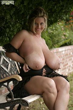 34b boobs nude