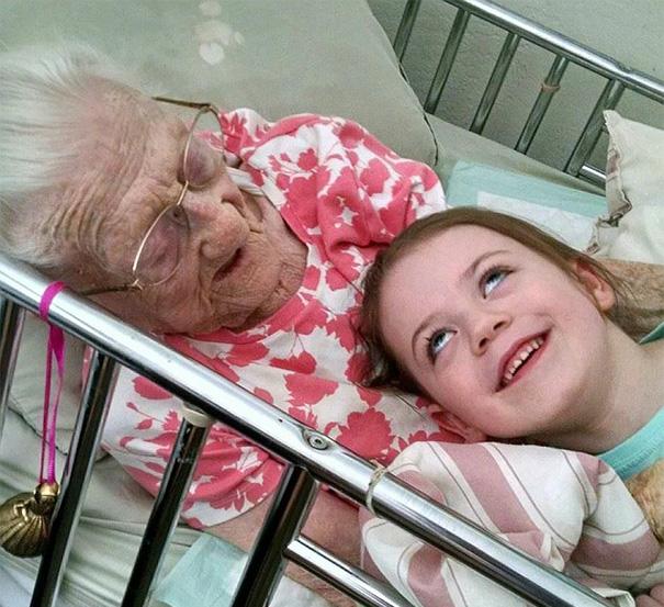 recien-nacida-nina-conoce-su-bisabuela-de-101-anos-rosa-camfield (10)