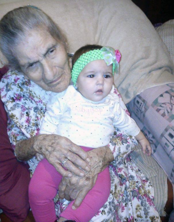 recien-nacida-nina-conoce-su-bisabuela-de-101-anos-rosa-camfield (6)
