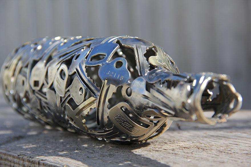 esculturas-metal-reciclado-llaves-monedas-michael-moerkey (2)