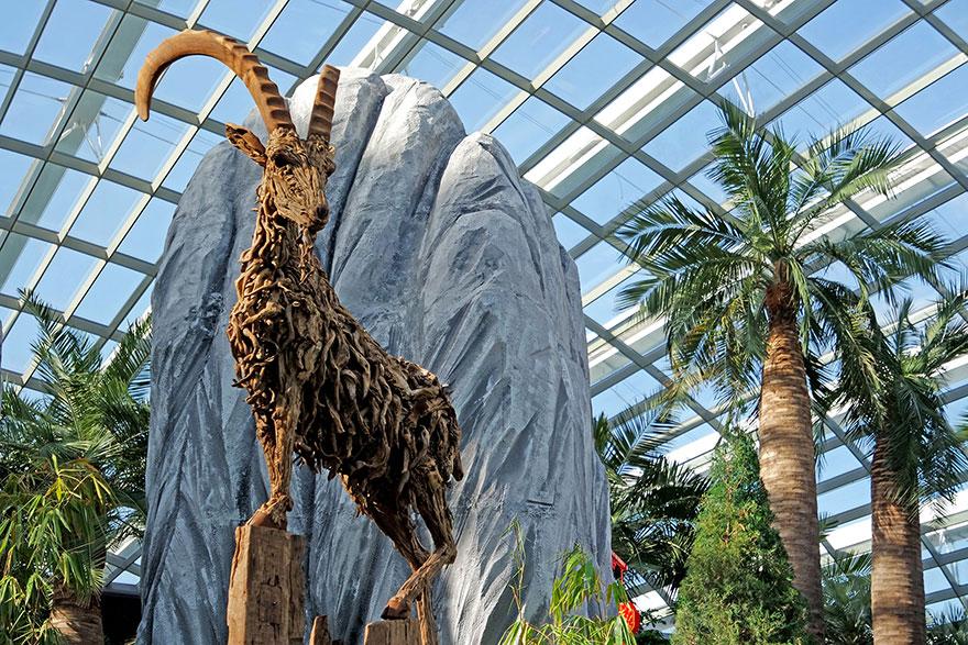 esculturas-criaturas-madera-deriva-james-doran-webb (2)