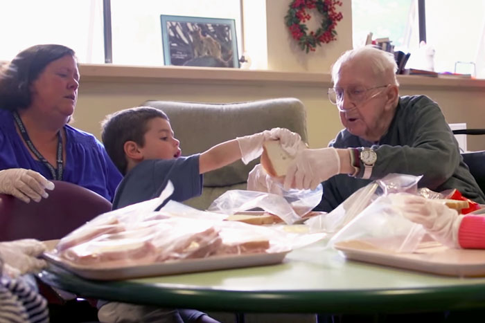 ninos-preescolar-residencia-ancianos-amistad (15)